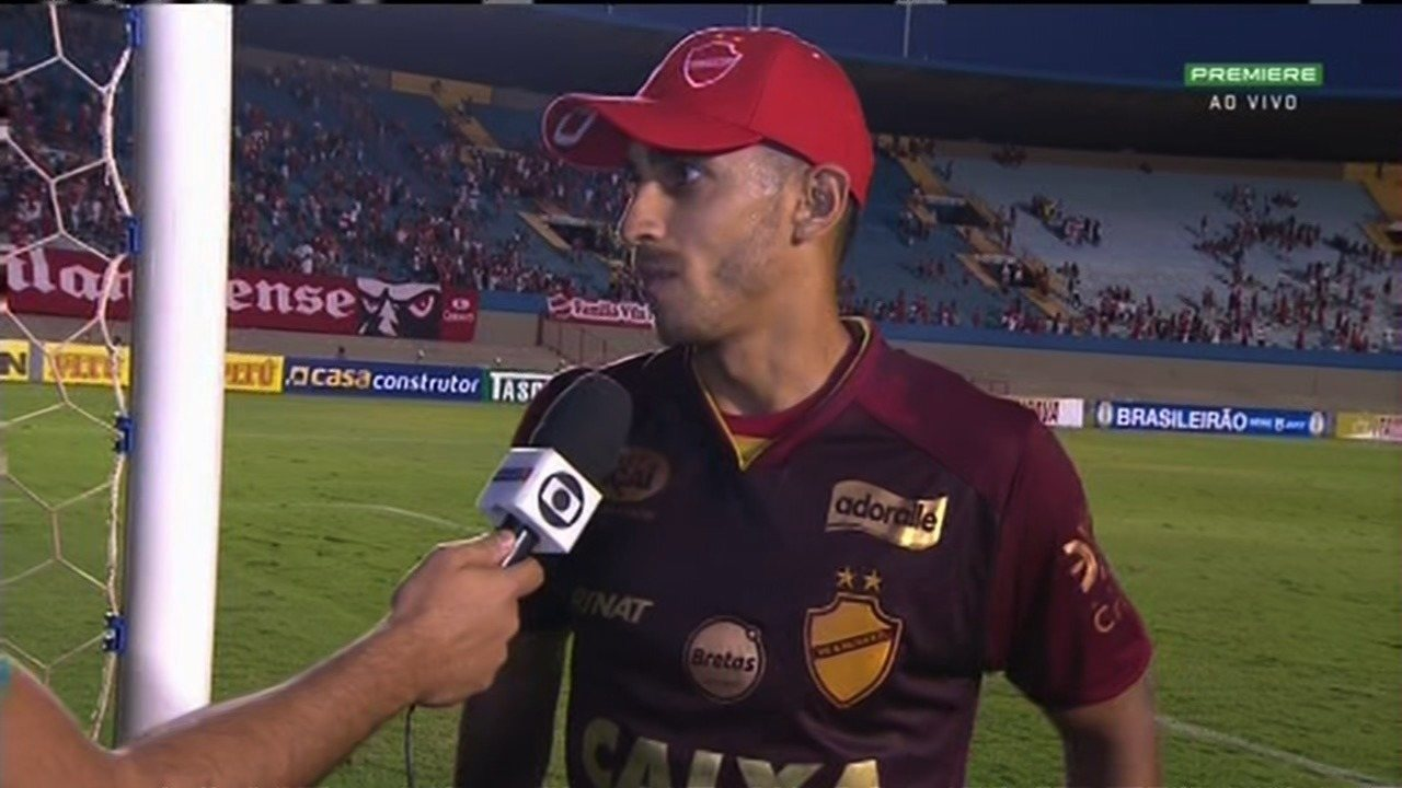 Geovane comemora gol e empenho do time para vitória do Vila Nova