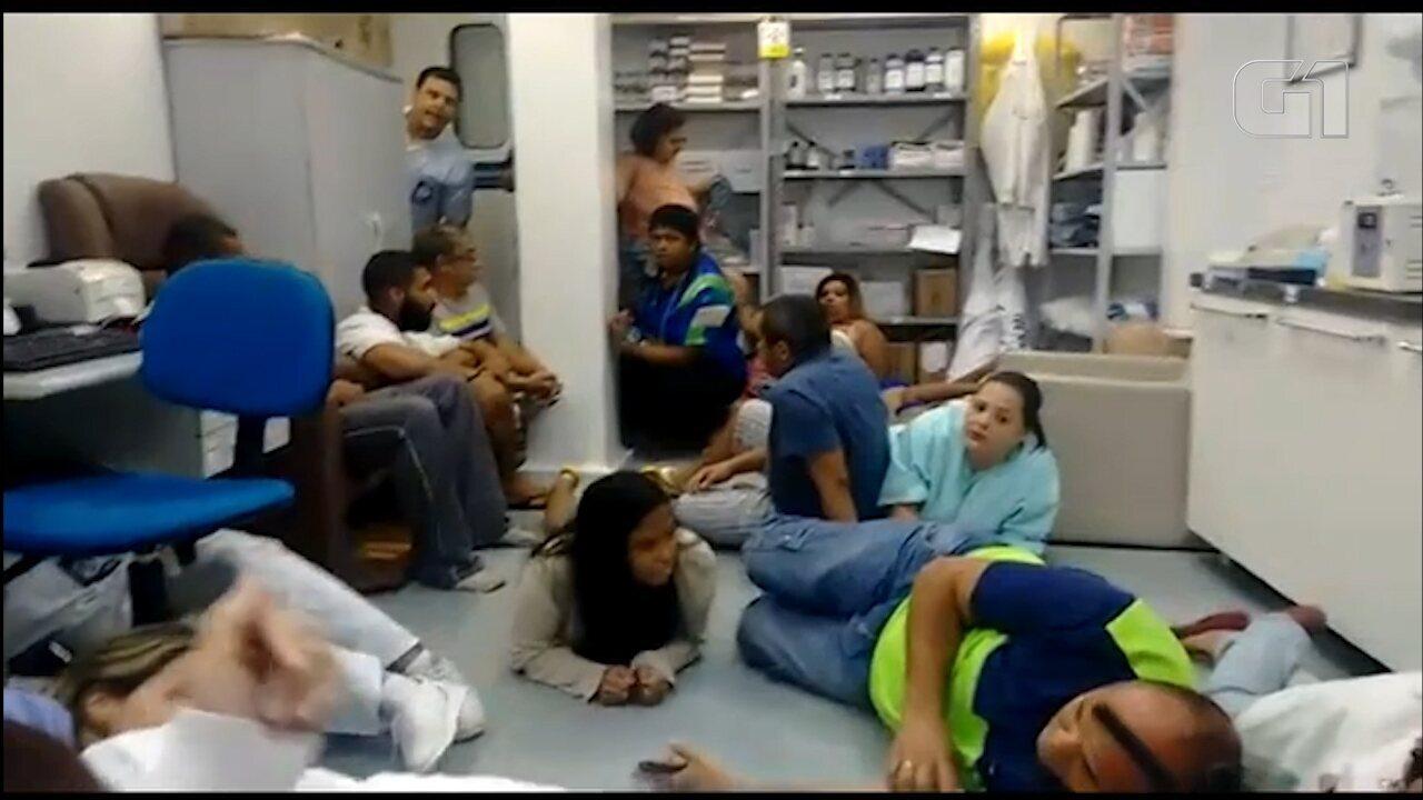 Funcionários de UPA na Rocinha se escondem em sala para se proteger de tiroteio