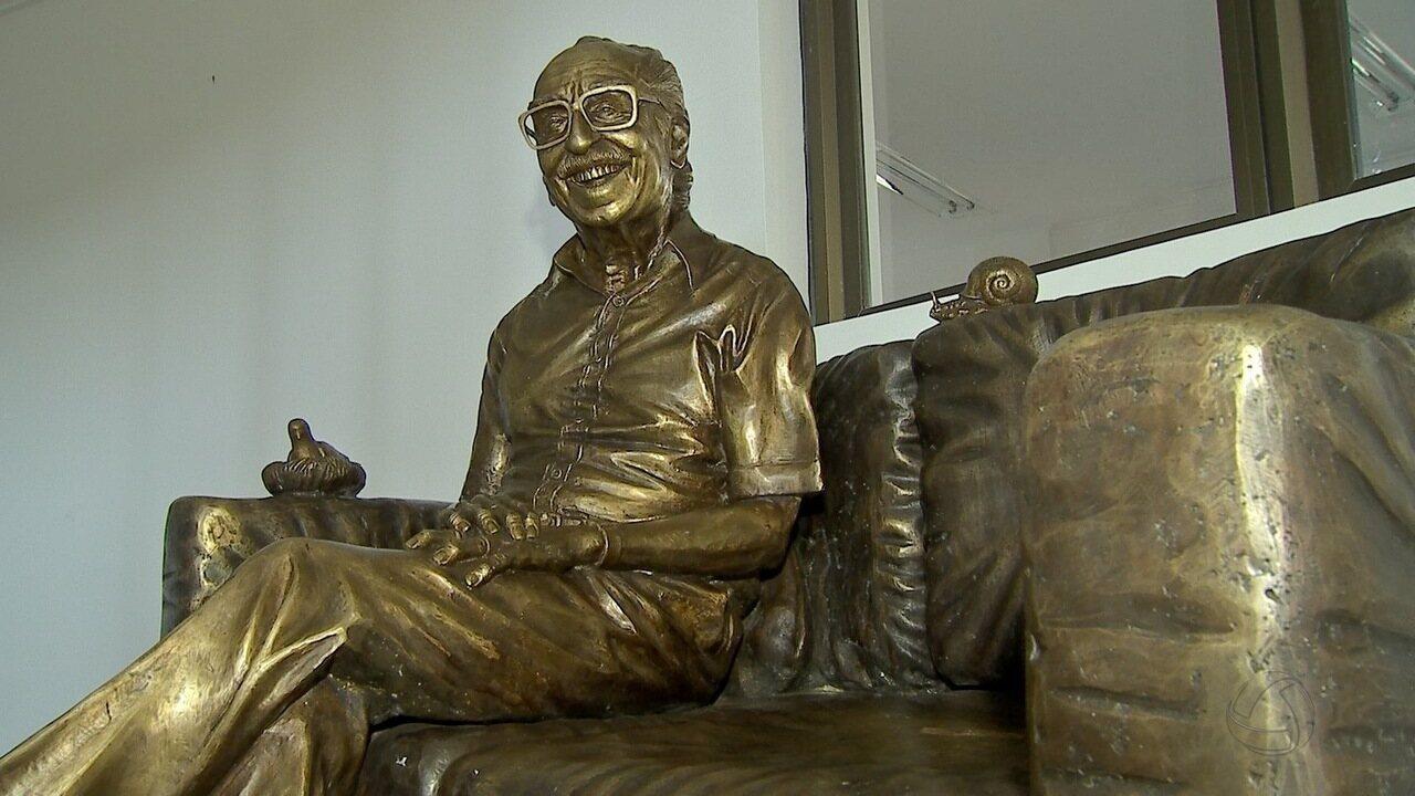 MP sugere instalação de estátua de Manoel de Barros em avenida de Campo Grande