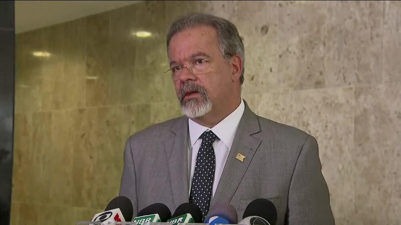 """""""Inicialmente, estamos deslocando 700 homens"""", diz Jungmann sobre Forças Armadas no Rio"""