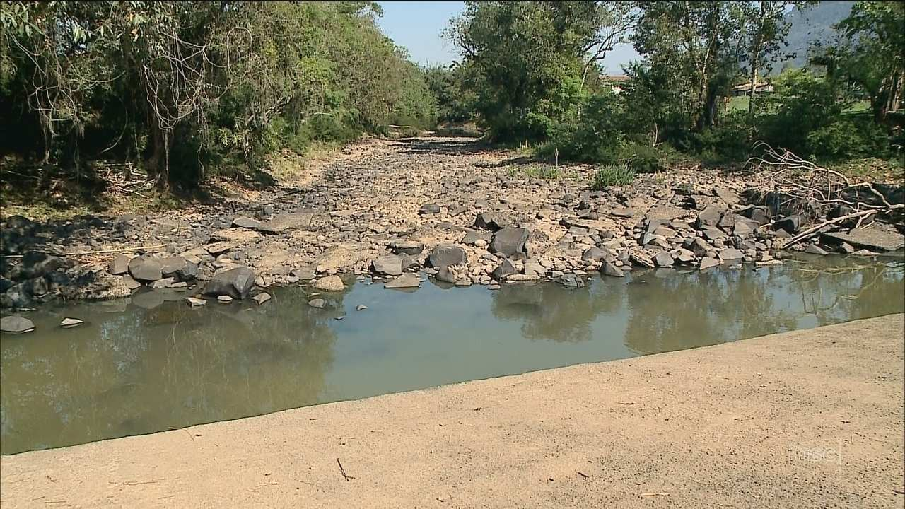 Estiagem causa prejuízos na agricultura e compromete abastecimento de água no Sul de SC