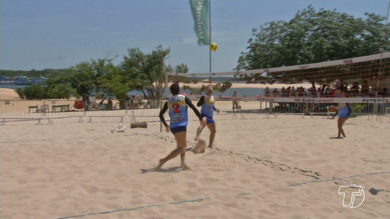 Na praia do Cajueiro, 12 duplas disputam o torneio 'Reis da Praia'