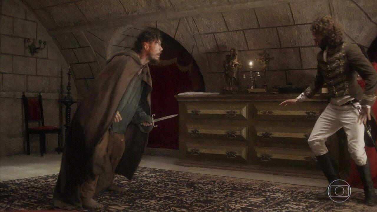 Anna consegue se soltar e ataca Thomas