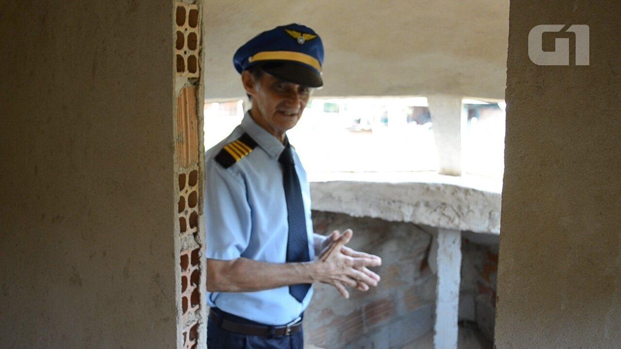 Geraldo Araújo fala ao G1 como será a cabine da casa avião depois de pronta.
