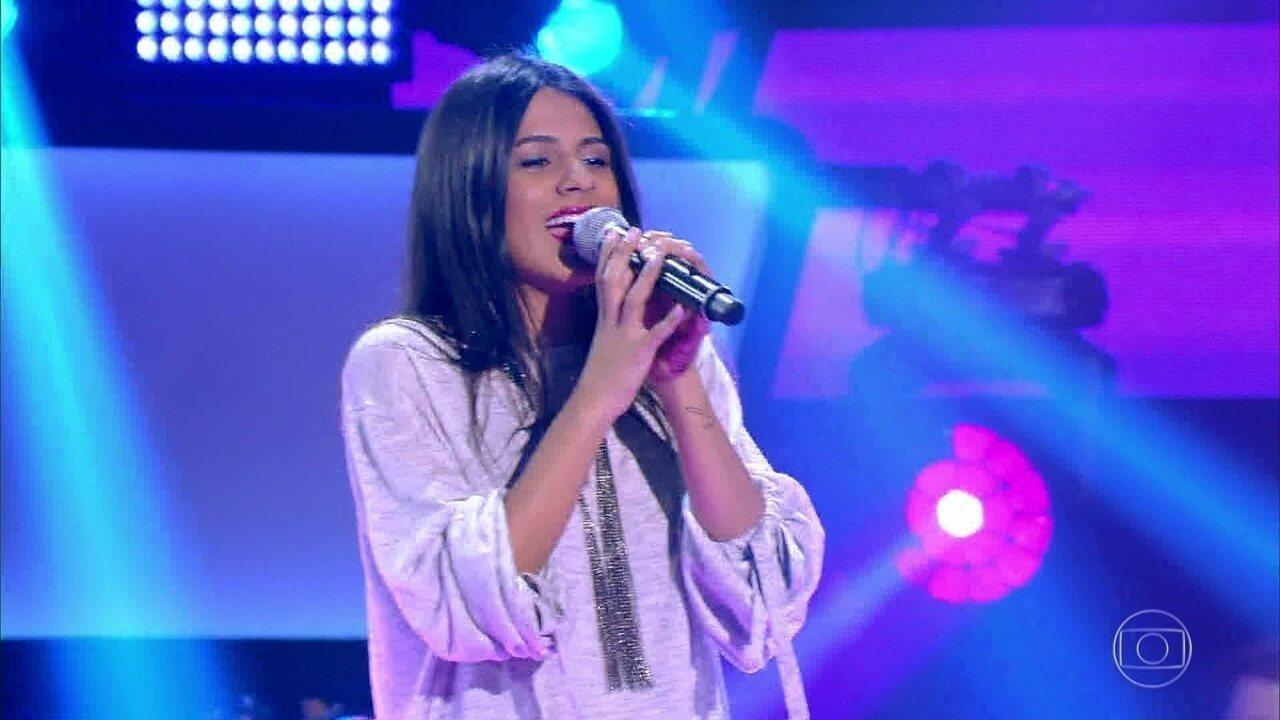 """Mariana Coelho canta """"Por Enquanto"""""""