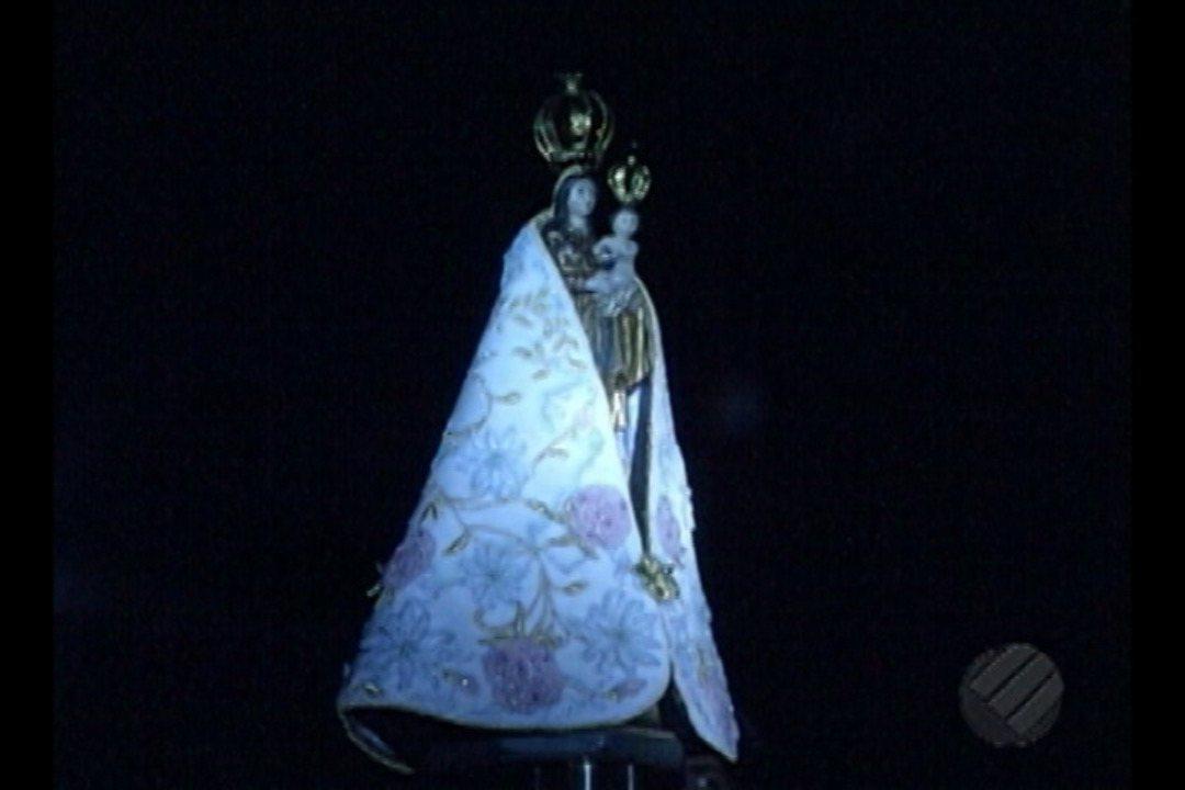 Manto da Imagem Peregrina de N. S. de Nazaré é apresentado em cerimônia