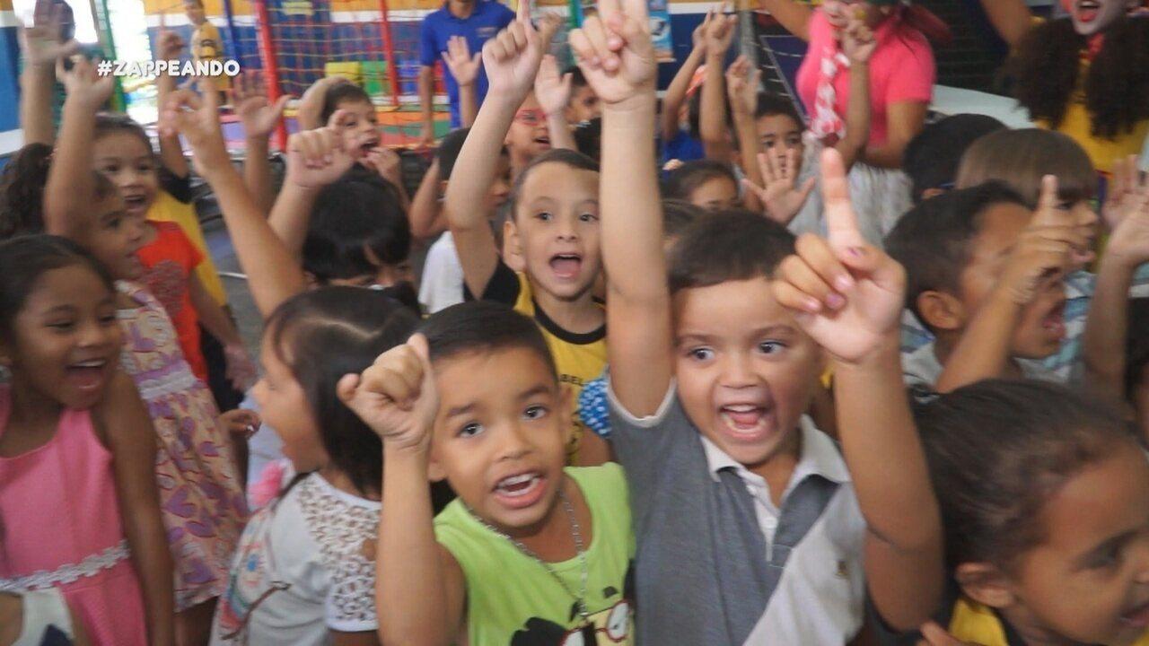 Equipe do 'Zapp' surpreende crianças com festa surpresa