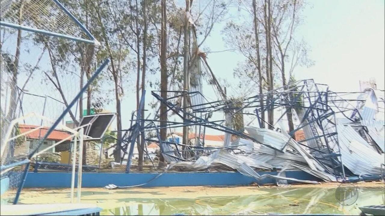 Temporal deixa estragos em bairros de Pouso Alegre (MG)