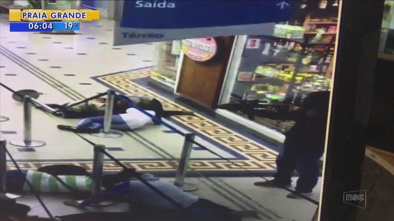 Ladrões encapuzados assaltam lotérica de shopping em Florianópolis