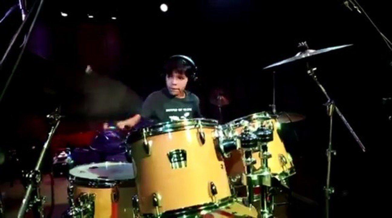 Gabriel Mororó toca bateria desde os quatro anos em Uberlândia