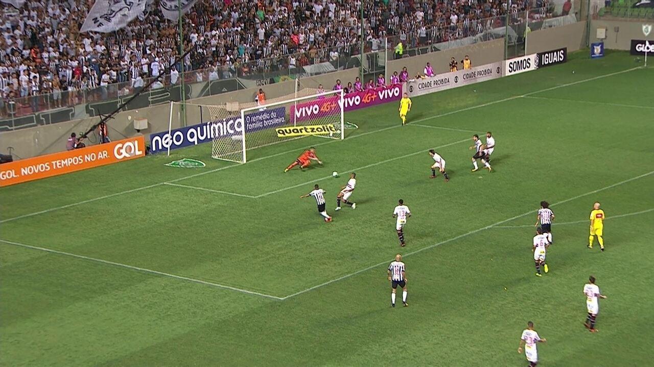 Sidão faz três defesas difíceis só no primeiro tempo do jogo contra o Galo