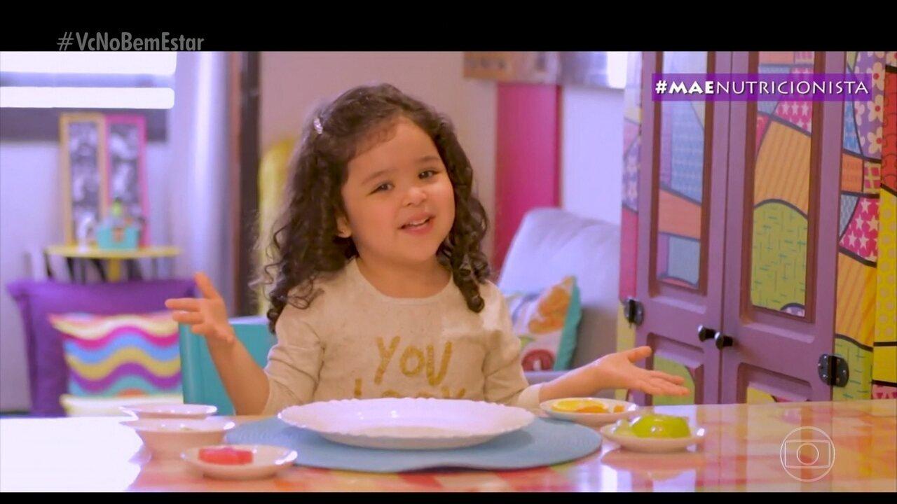 Bárbara tem 4 anos e ensina as crianças pela internet a ter uma alimentação balanceada