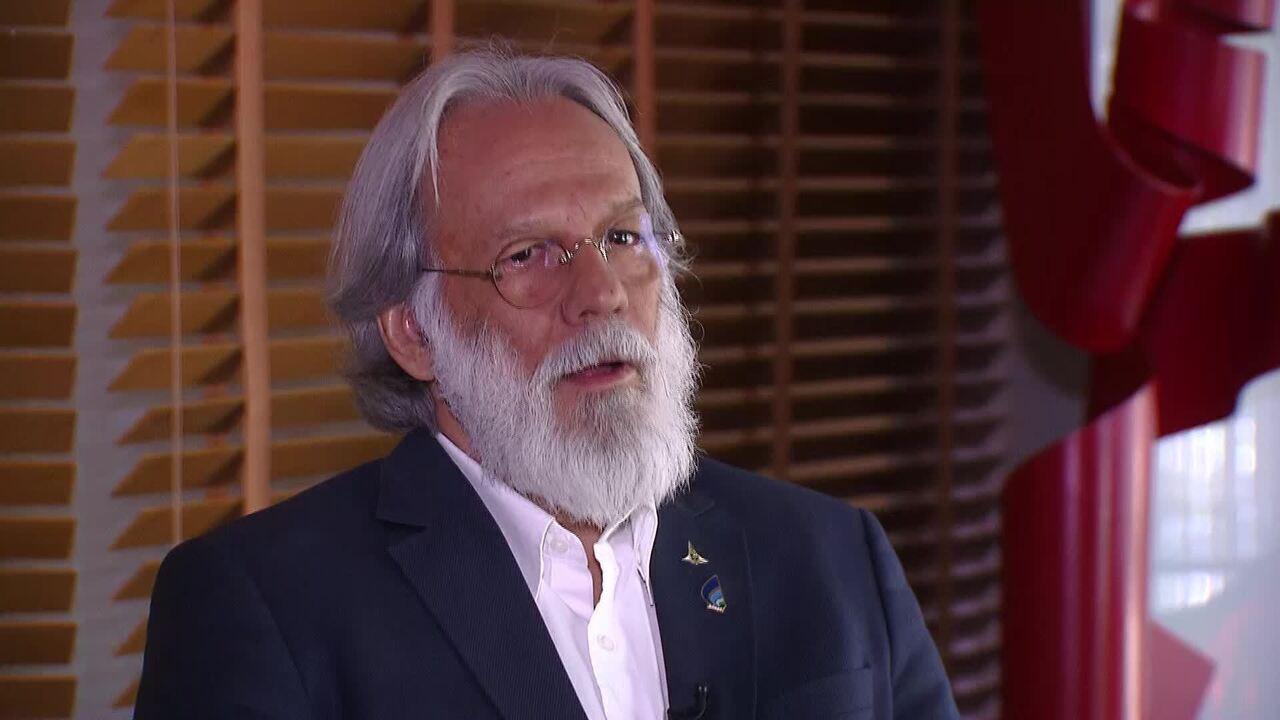O presidente da Adasa, Paulo Salles, explica situação crítica dos reservatórios