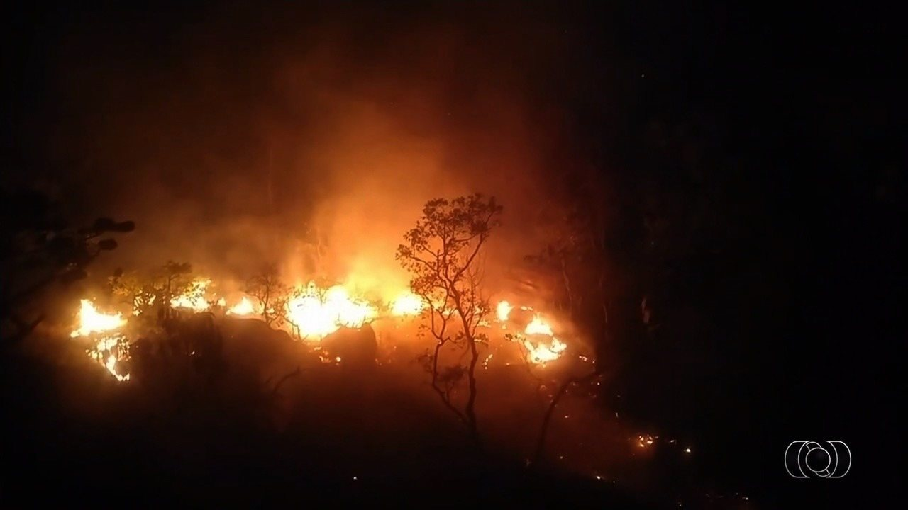 Incêndio fecha Parque da Chapada dos Veadeiros durante feriado