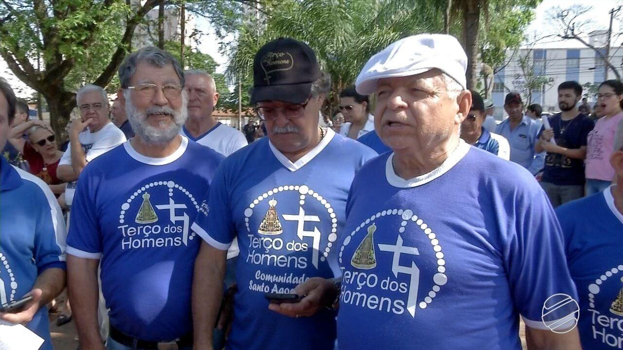 Em Campo Grande, mais de 20 grupos de homens se reúnem para rezar o terço