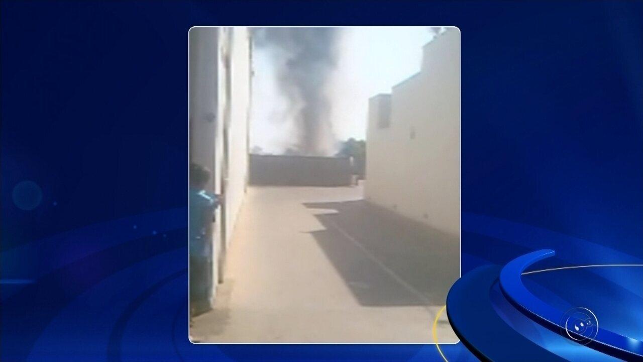 Incêndio atinge supermercado e mobiliza bombeiros em Ouroeste