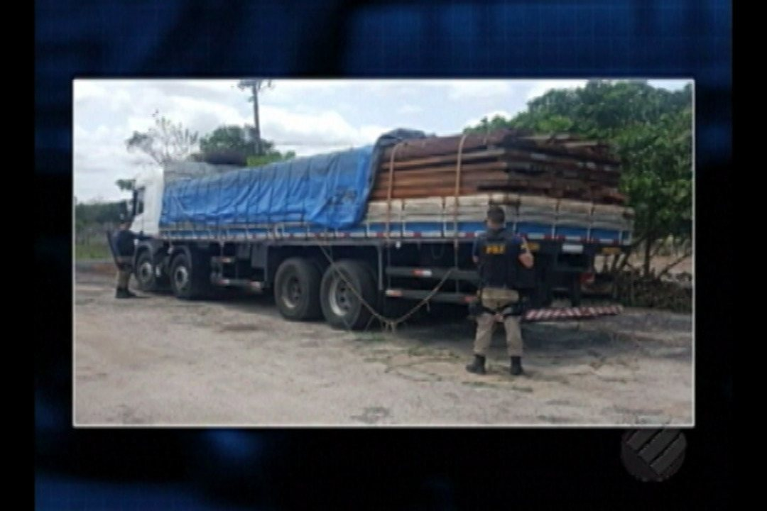PRF prende condutor de caminhão que transportava madeira ilegal em Ipixuna do Pará