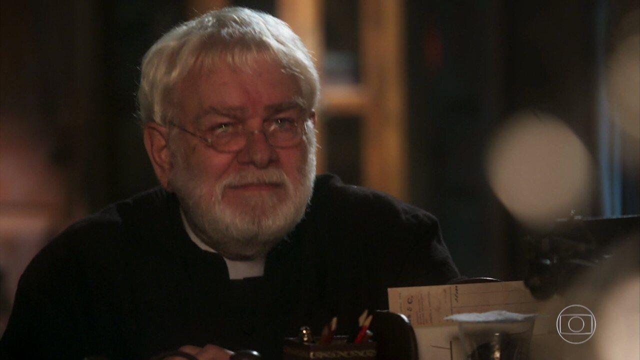 Padre João revela a José Augusto notícias sobre o paradeiro de sua neta