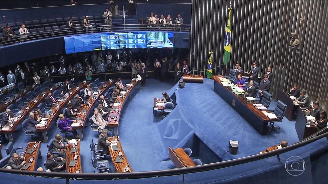 Senado anula decisão do Supremo e Aécio pode voltar ao mandato