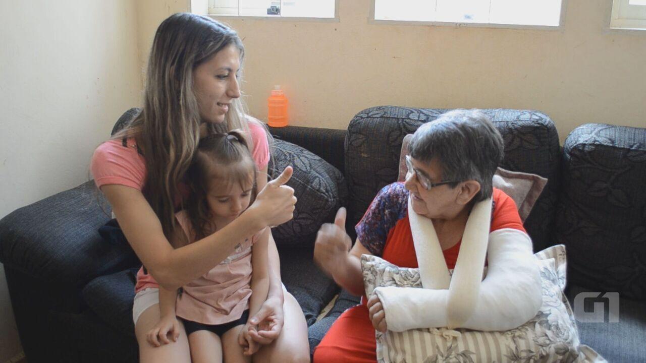 Cuidadora adota mulher sem identidade em Araraquara