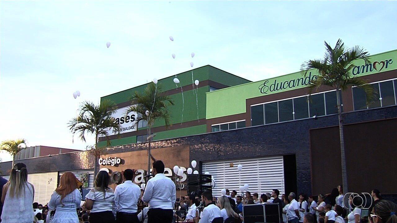 Colégio onde aluno atirou em colegas realiza culto ecumênico, em Goiânia