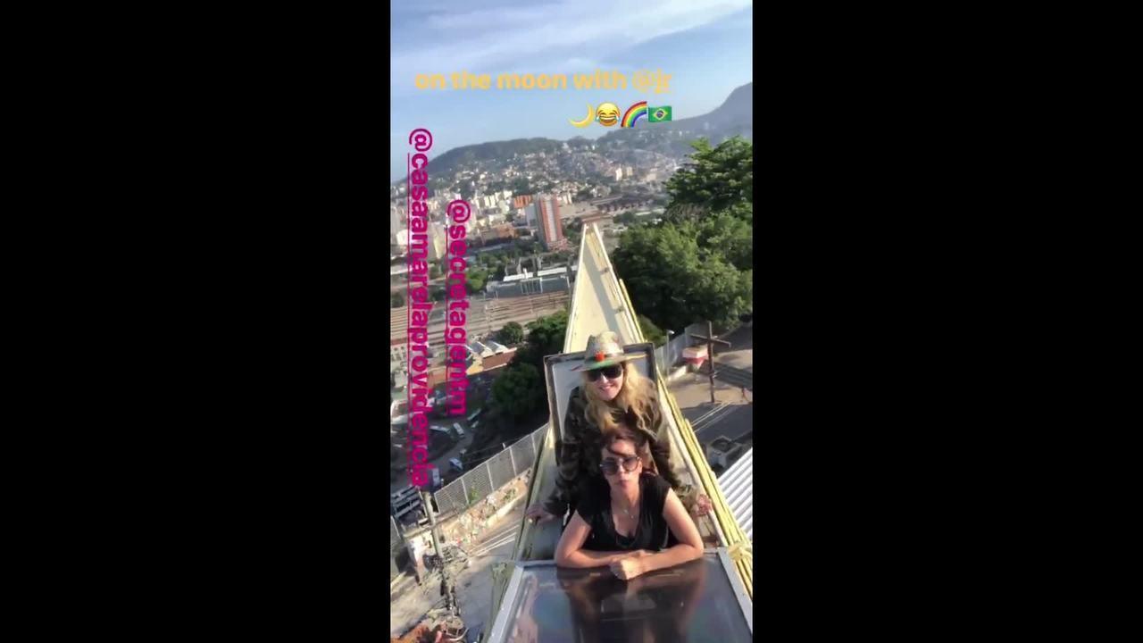 Madonna visita Morro da Providência, no Rio