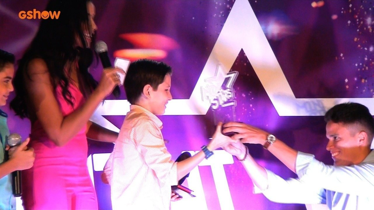Veja o momento em que Niara Meireles anuncia o campeão do Mini Stars
