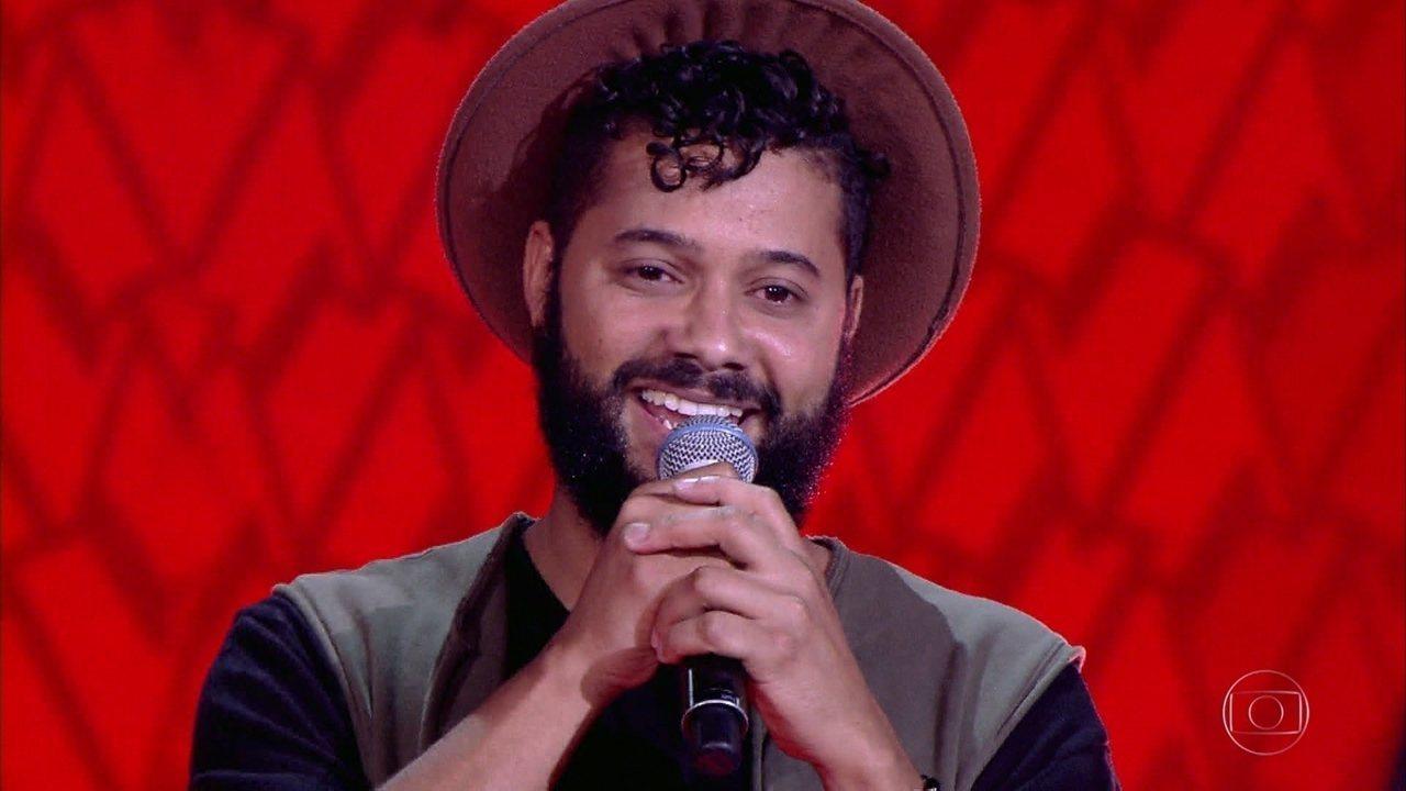 Diego Karter canta