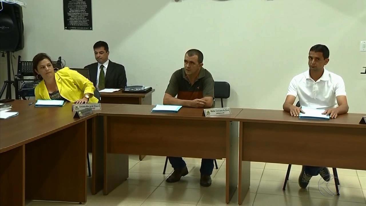 'Nada a declarar', diz vereador suspeito de homicídio ao reassumir mandato em Bias Fortes