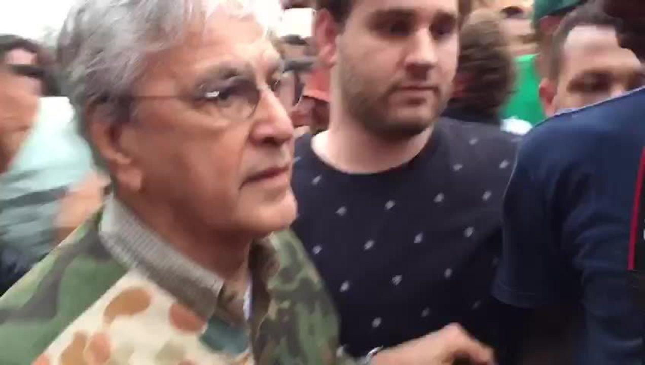 Caetano Veloso chega à ocupação em São Bernardo do Campo