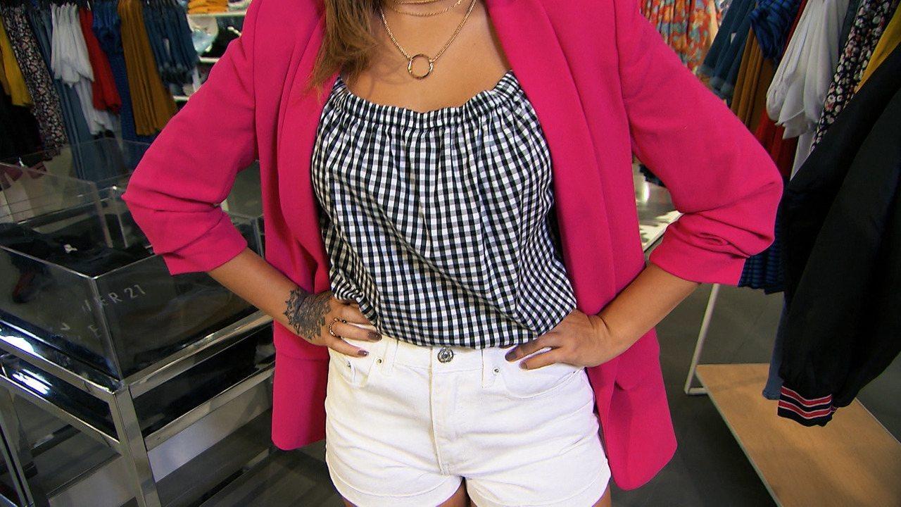 Blogueira Jéssica Mariane e Paula Magalhães montam looks com o blazer