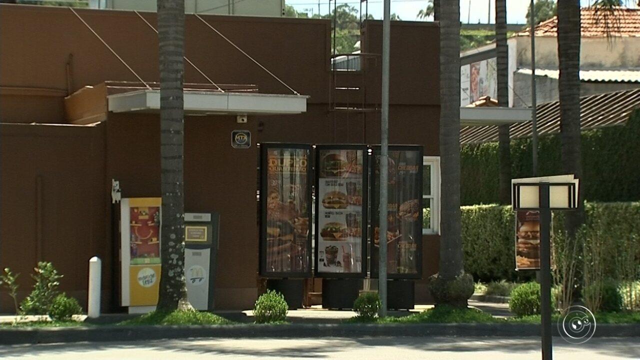 Polícia procura criminosos que assaltaram fast food em Itatiba