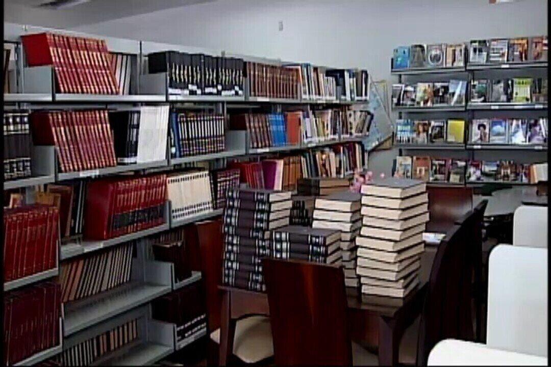 Biblioteca de Araxá promove campanha para receber livros que foram emprestados