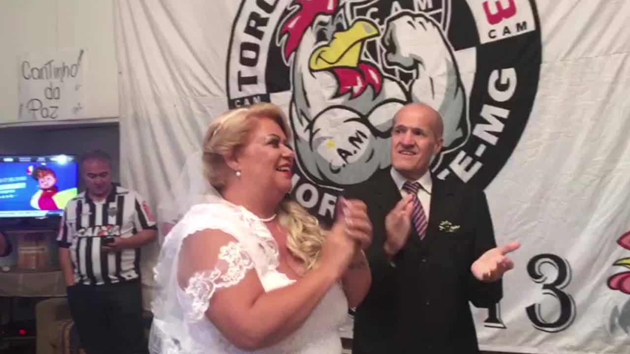 Hino de Galo finalizou a cerimônia de casamento de Soraya e Leandro