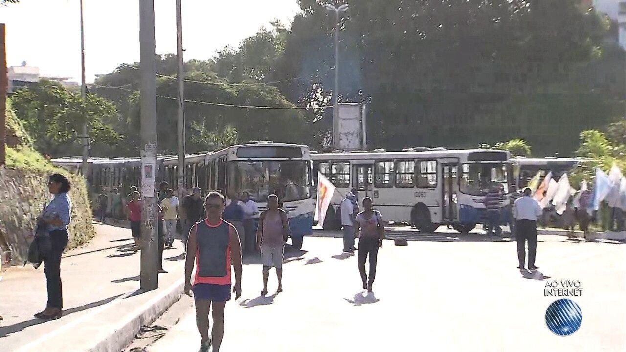 Sindicalistas protestam contra a Reforma Trabalhista, na região da Lapa, em Salvador