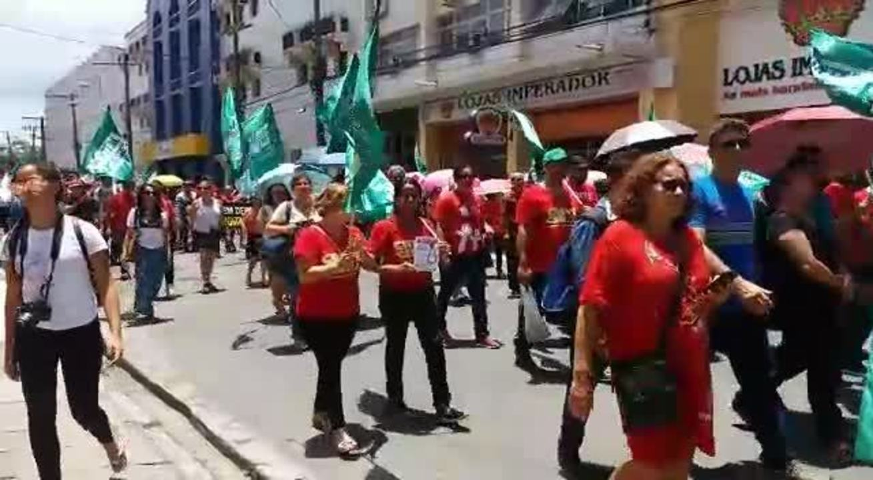 Movimentos sindicais e sociais fazem ato em AL contra medidas do governo federal