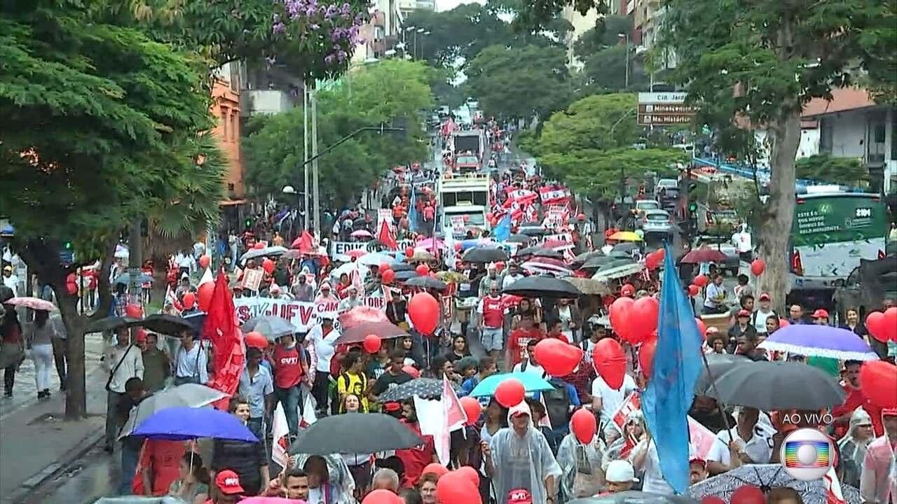 Centrais sindicais fazem protesto em Belo Horizonte contra a reforma trabalhista