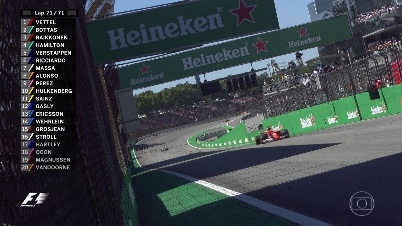 Vettel cruza em primeiro lugar em Interlagos
