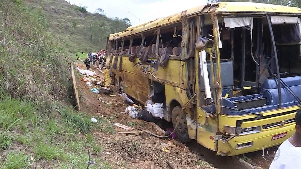 Ônibus tomba na BR-381 em Brumadinho e deixa sete mortos
