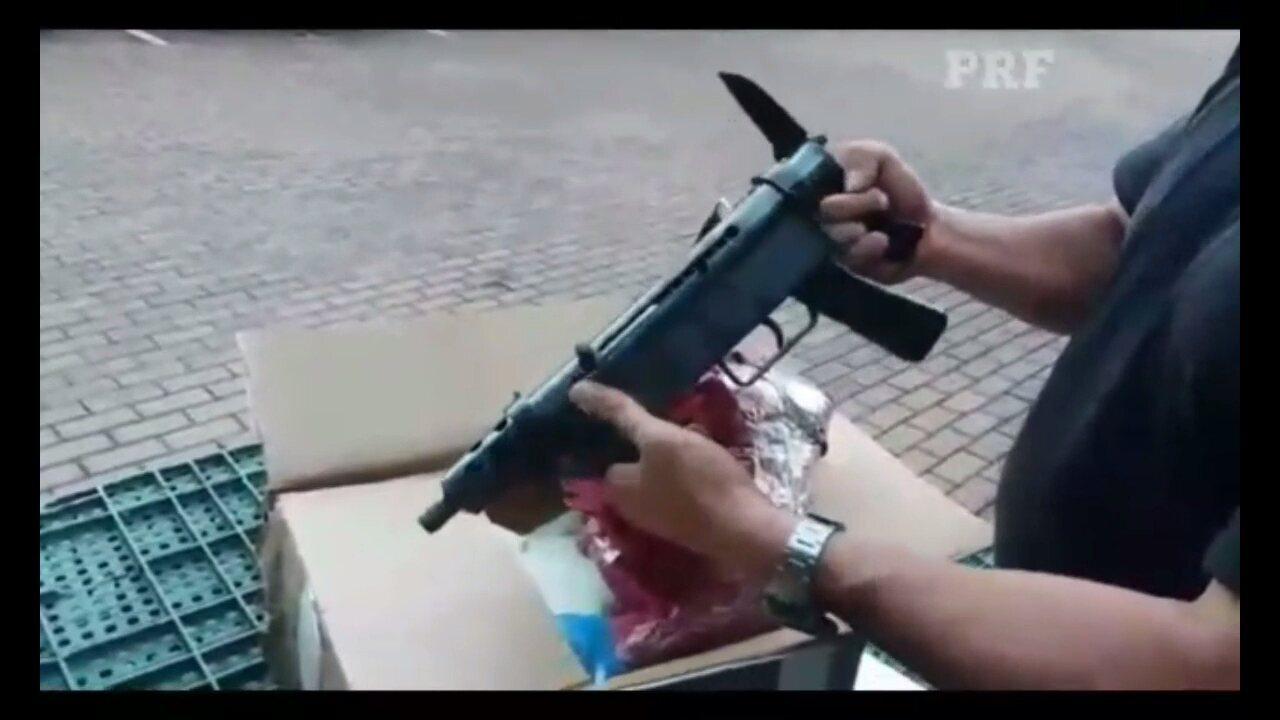Policiais apreenderam uma metralhadora, 450 cápsulas de munição e maconha