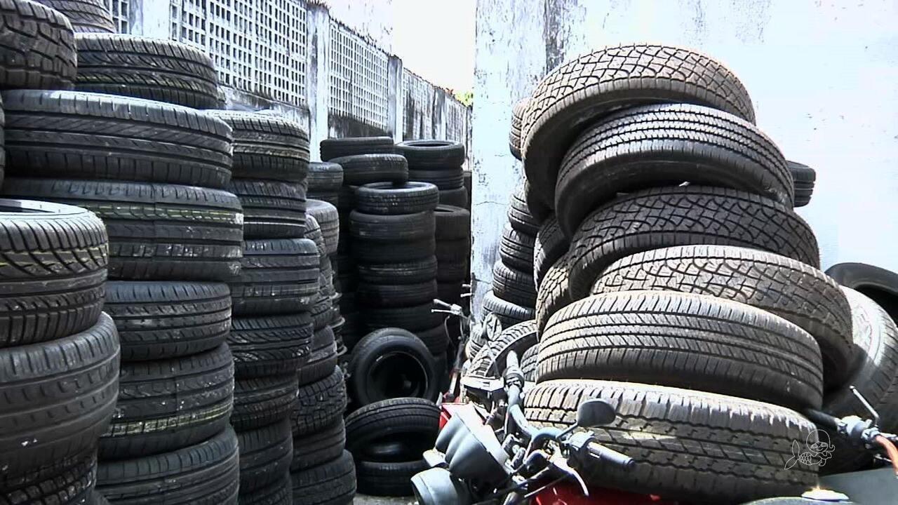 Operação policial apreende 600 pneus roubados, na Praia de Iracema e Avenida Pontes Vieira