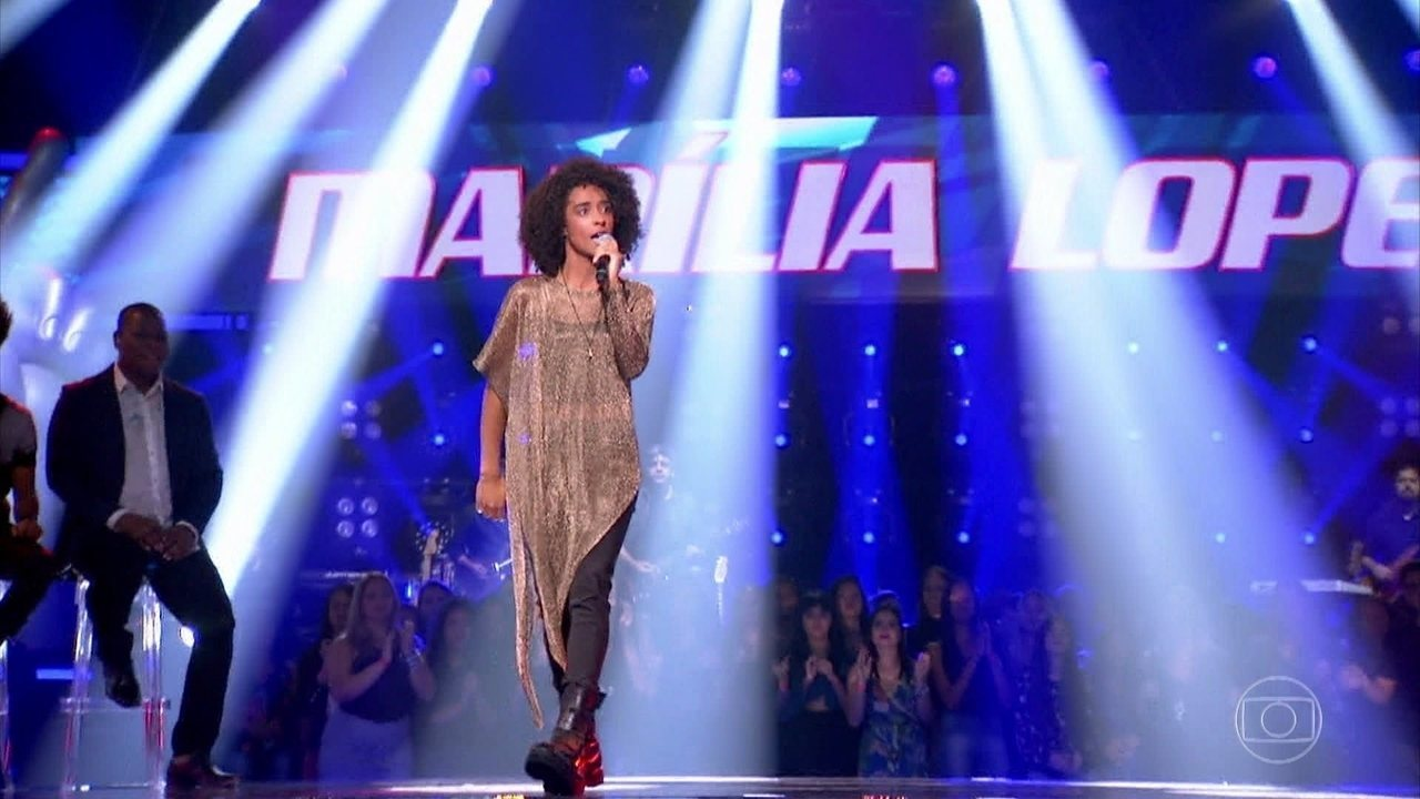 Marília Lopes canta