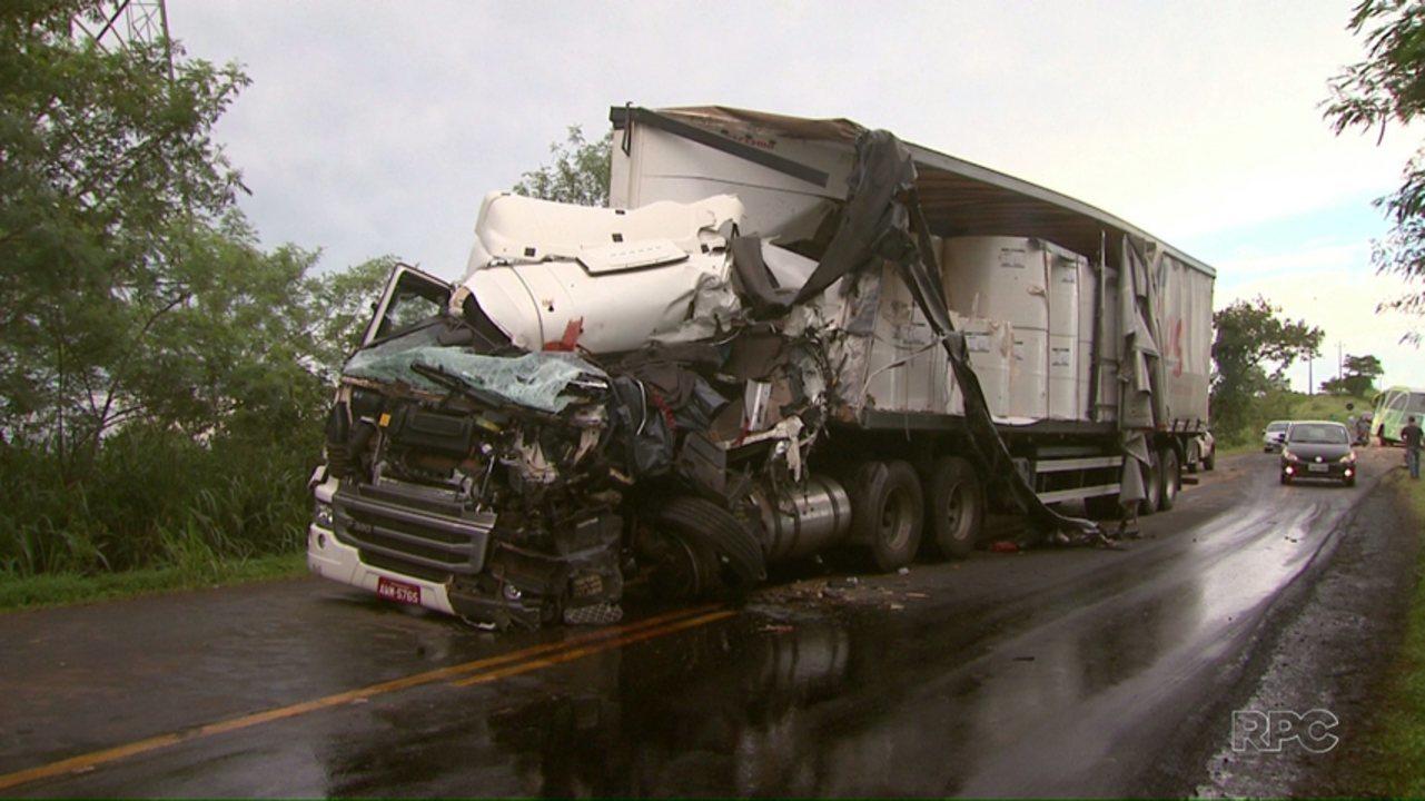 Motorista de caminhão morre em acidente de trânsito na PR-495