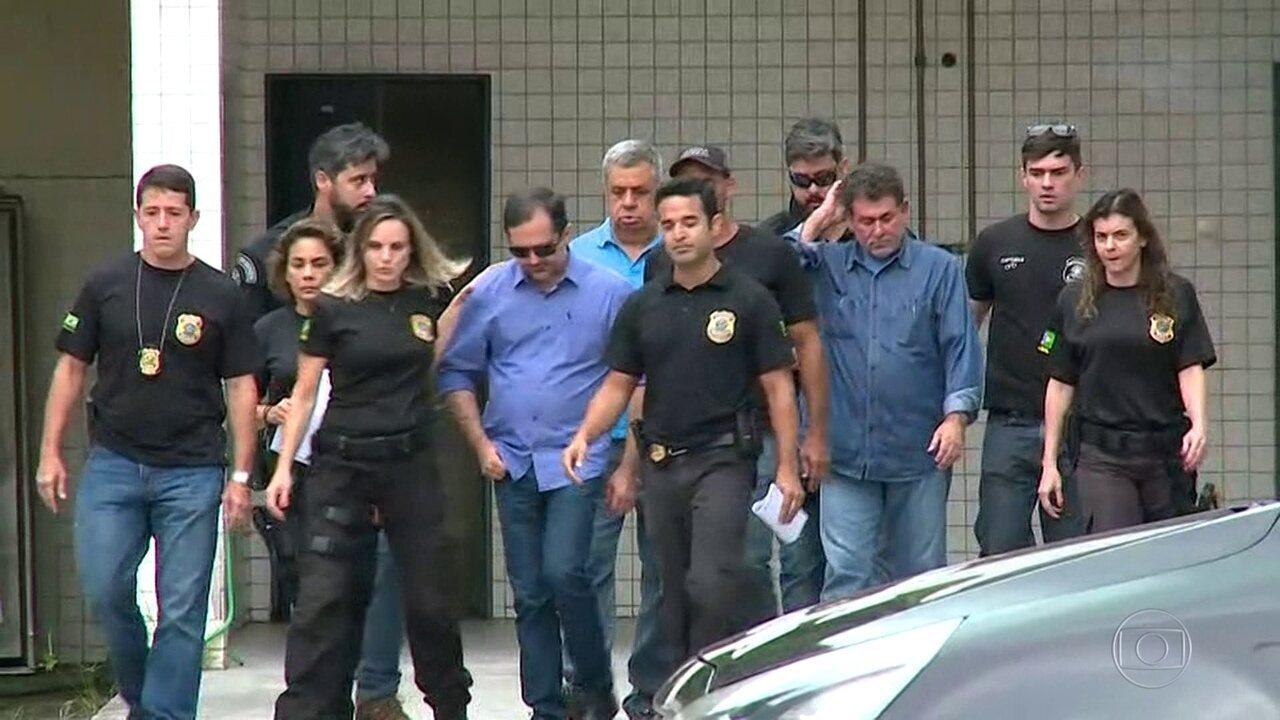 Ministério Público vai investigar diretor de cadeia que soltou deputados sem alvará