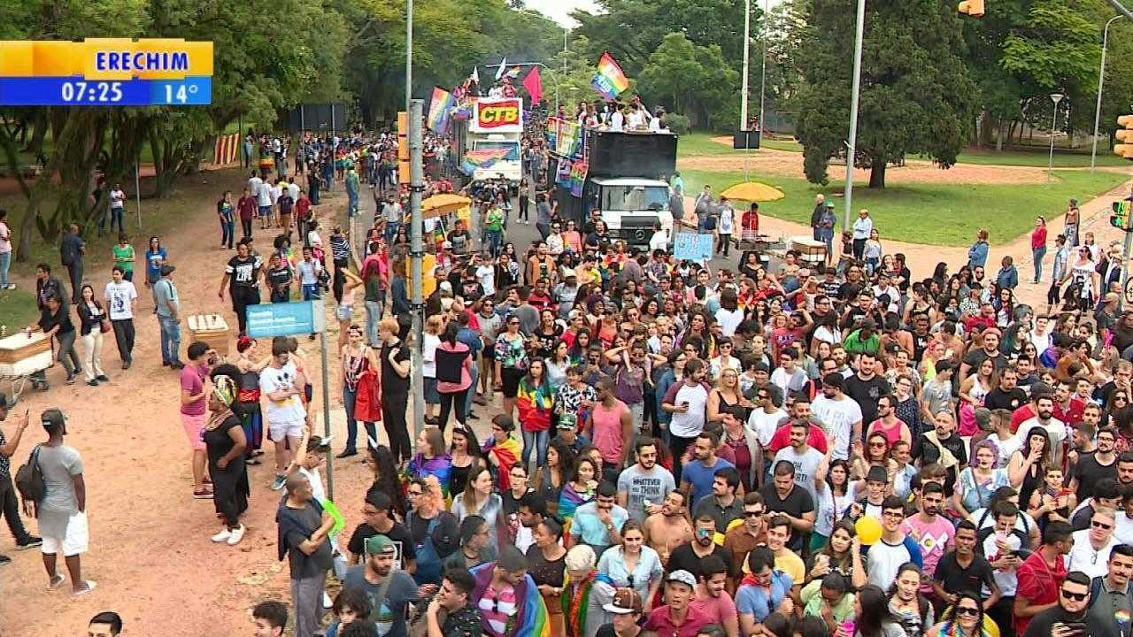 Parada Livre reúne milhares em parque de Porto Alegre
