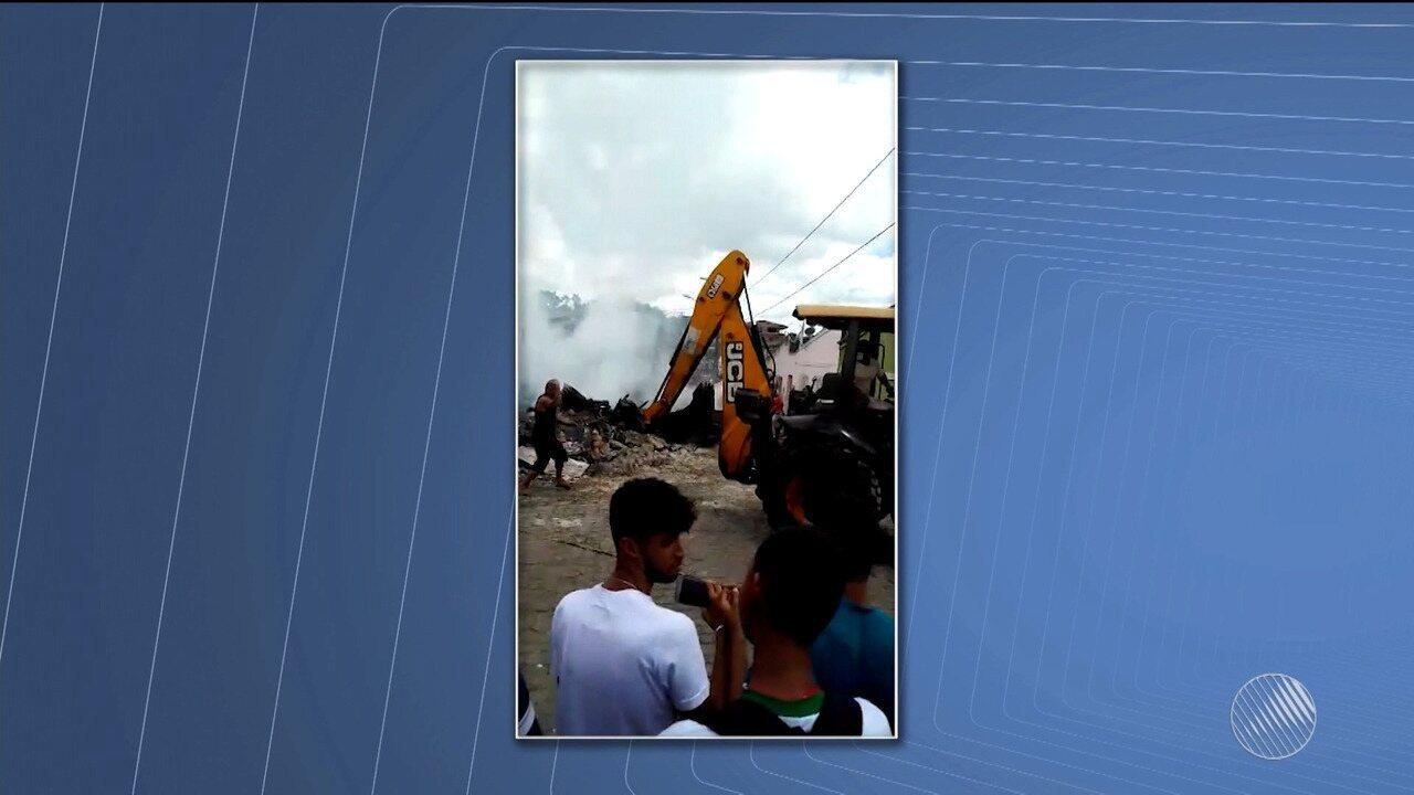 35f97339e7550 Loja de confecções pega fogo e dono do estabelecimento fica ferido ...