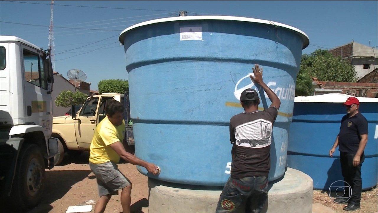 Justiça manda que vereador derrotado devolva caixa d'água na Paraíba