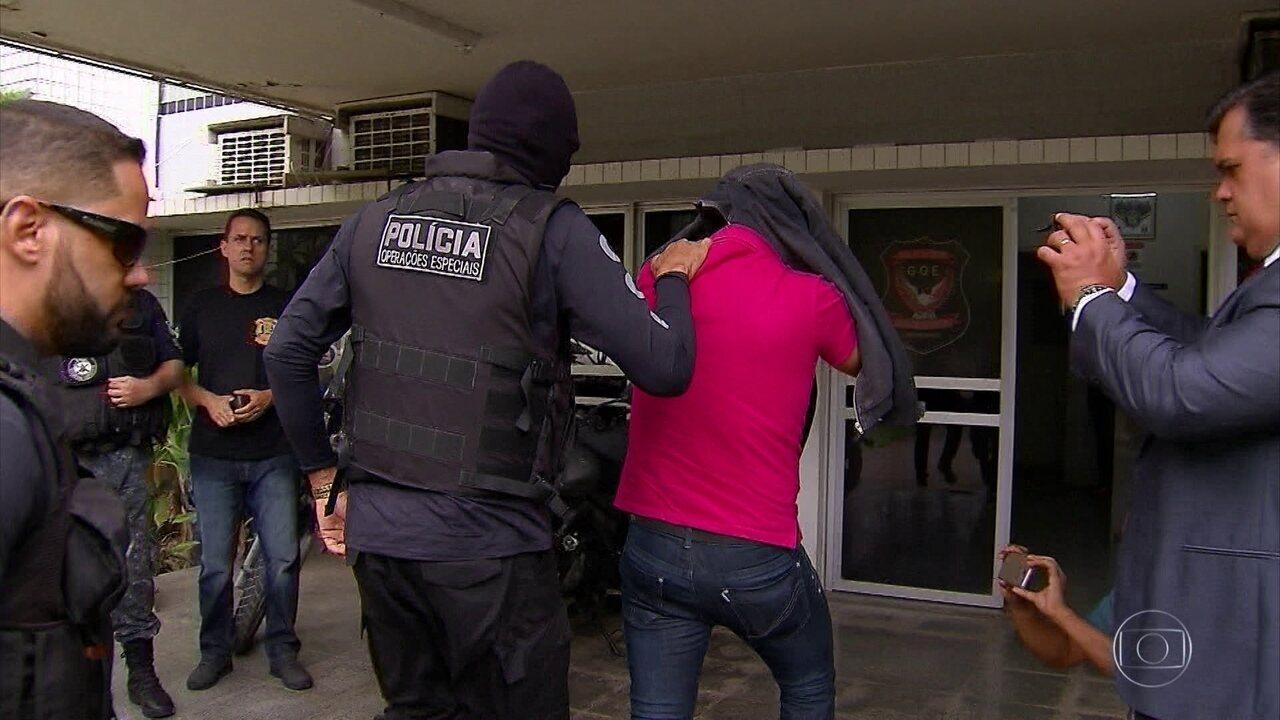 Três policiais suspeitos de pedir dinheiro para entregar produtos roubados são presos