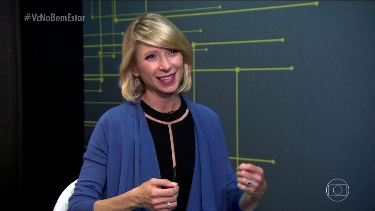 Psicóloga Amy Cuddy explica como a postura influencia no nosso humor