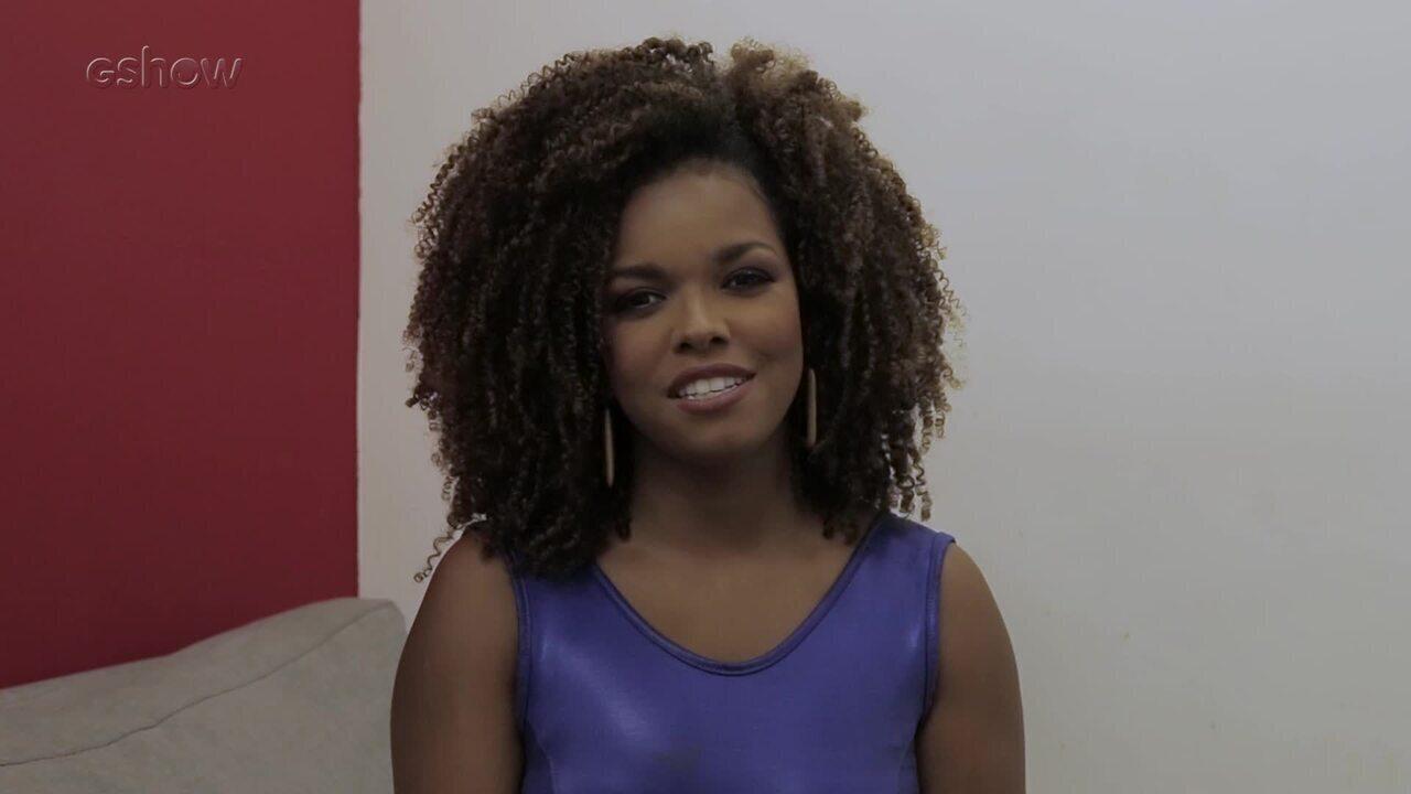 Jeniffer Nascimento comenta cena em que Tânia canta para Dom